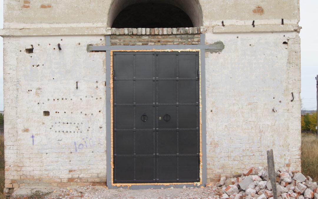 Установка центральной дверь и дальнейшие планы